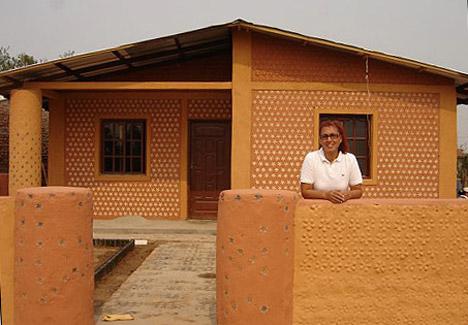 Construcci n ecol gica casas baratas hechas con botellas - Construccion de casas baratas ...