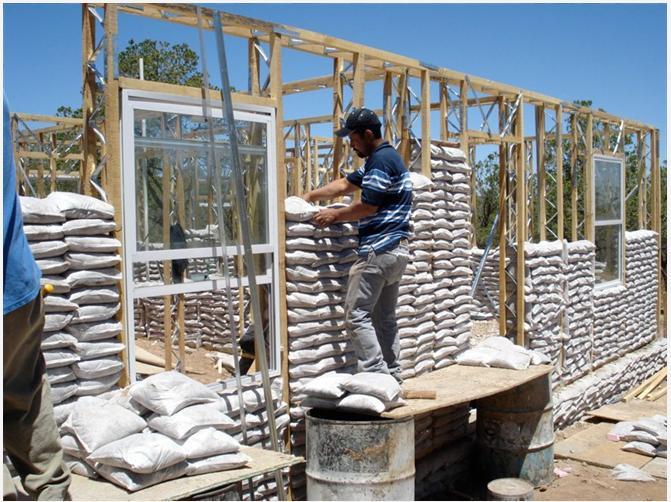 Construcci n ecol gica casas hechas de bolsas de arena viviendo en la tierra - Construccion de casas ecologicas ...