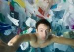 Campaña en Estonia para las bolsas de tela crea el efecto visual de miles de bolsas de plástico en el océano.
