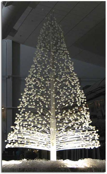 Navidad Verde Arboles De Navidad Hechos De Materiales Reciclados - Arbol-de-navidad-con-vasos-de-plastico